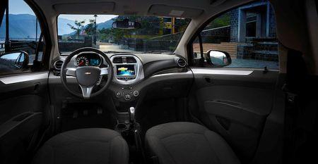 Chevrolet Spark 2018 co gia tu 299 trieu dong tai Viet Nam - Anh 4