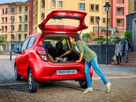 Chevrolet Spark 2018 co gia tu 299 trieu dong tai Viet Nam - Anh 6