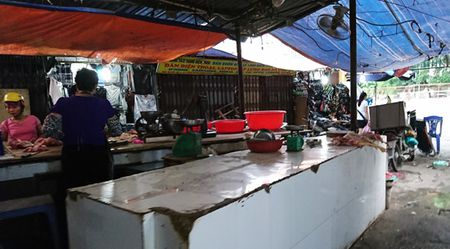 Nguoi dan Thu do tich tru thuc pham ung pho mua bao - Anh 1