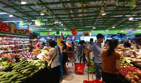 Nguoi dan Thu do tich tru thuc pham ung pho mua bao - Anh 5