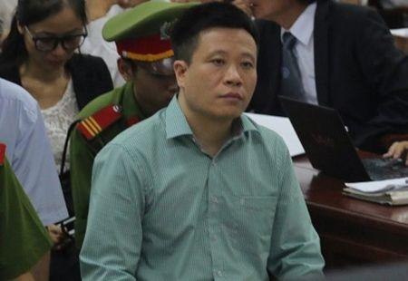 Dai an OceanBank: Luat su cua Ha Van Tham phan bac truoc toa - Anh 1