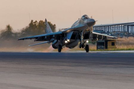 Nga tung MiG–29SMT toi chien truong Syria (video) - Anh 1