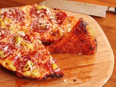 Bien hoa mi goi thanh pizza chi trong 1 not nhac - Anh 1