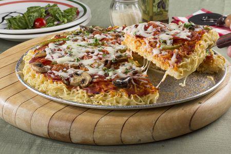 Bien hoa mi goi thanh pizza chi trong 1 not nhac - Anh 7