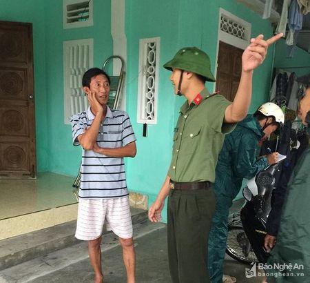 Doan vien thanh nien cong an tinh giup dan chong bao - Anh 5