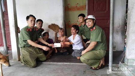 Doan vien thanh nien cong an tinh giup dan chong bao - Anh 7