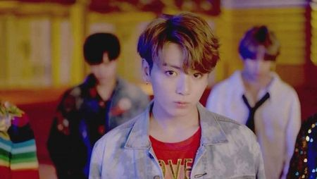 JungKook (BTS) khien fan 'lui tim' khi chiem tron 'spotlight' trong teaser tro lai - Anh 1