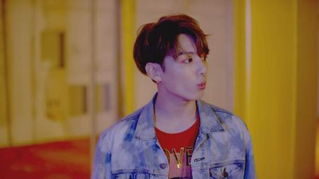 JungKook (BTS) khien fan 'lui tim' khi chiem tron 'spotlight' trong teaser tro lai - Anh 3