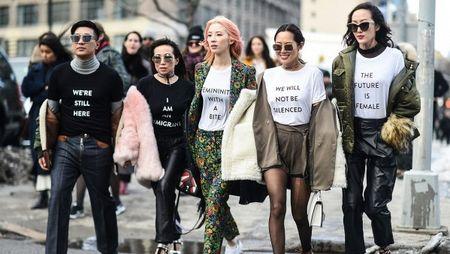 NYFW 2017: Da sac va sang chanh tu runway den streetwear - Anh 10