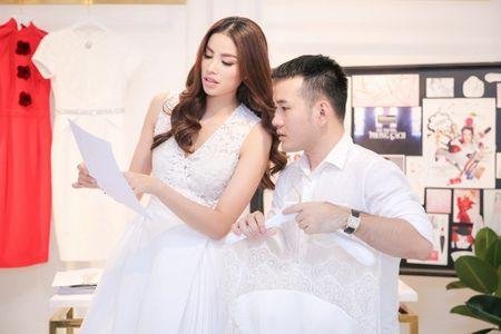 Sau hai mua The Face, Minh Tu - Pham Huong chinh thuc 'mat doi mat'! - Anh 4