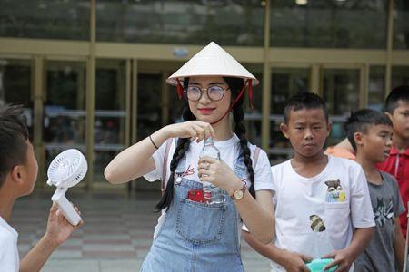 """Hoa Minzy bi mat """"hen ho"""" danh thu Nguyen Hong Son tai Seoul - Anh 2"""