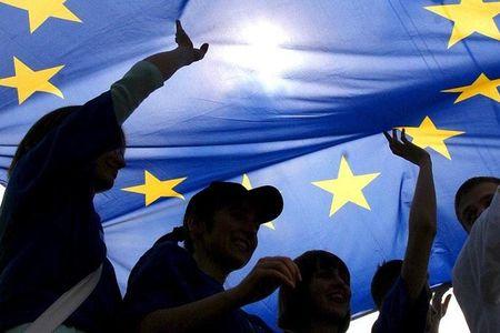 EU gia han cac bien phap trung phat Nga them 6 thang - Anh 1