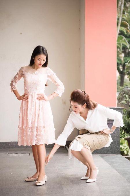 A hau Huyen My rang ro huong dan thi sinh Hoa khoi sinh vien di catwalk - Anh 7