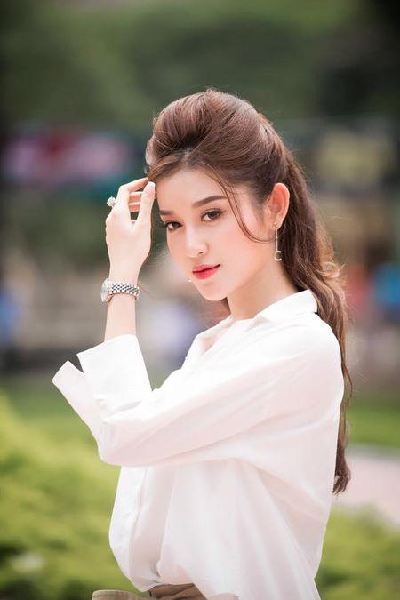 A hau Huyen My rang ro huong dan thi sinh Hoa khoi sinh vien di catwalk - Anh 8