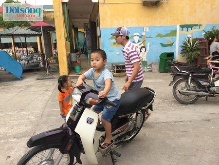 Hon 30 chau nghi bi ngo doc thuc pham o Truong mam non o Hoai Duc - Anh 2