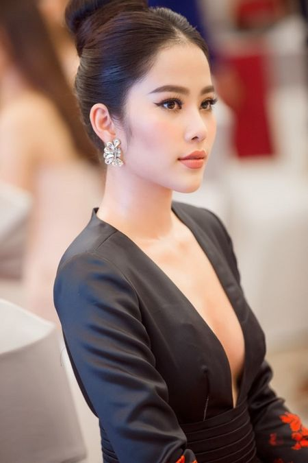Ha Thu rang ro trong buoi le cong bo dai dien Viet Nam tai Hoa hau Trai dat 2017 - Anh 5