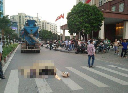 Ha Noi: Co gai que Tien Giang di xe dap chet tham duoi banh xe bon - Anh 2