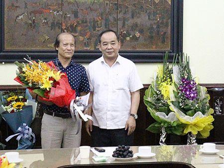 Trao quyet dinh nghi huu cho Chanh Thanh tra Bo va Giam doc Nha hat Kich Viet Nam - Anh 3