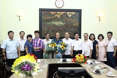 Trao quyet dinh nghi huu cho Chanh Thanh tra Bo va Giam doc Nha hat Kich Viet Nam - Anh 4