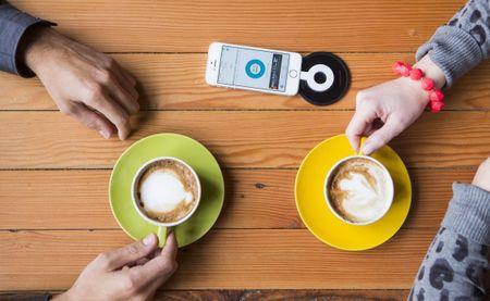 Starbucks cap nhat sac khong day cho iPhone X va 8 - Anh 2