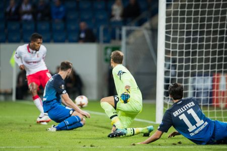 Rooney va dong doi thua 'tam phuc khau phuc' tren dat Italy - Anh 17