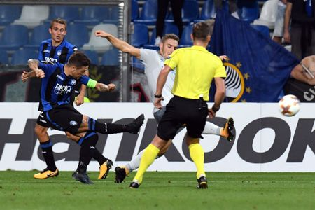 Rooney va dong doi thua 'tam phuc khau phuc' tren dat Italy - Anh 5