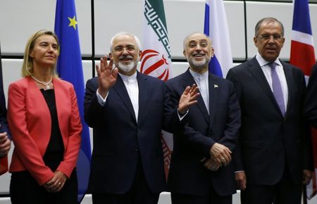 Tong thong Donald Trump chi trich thoa thuan hat nhan Iran thoi ong Obama - Anh 1