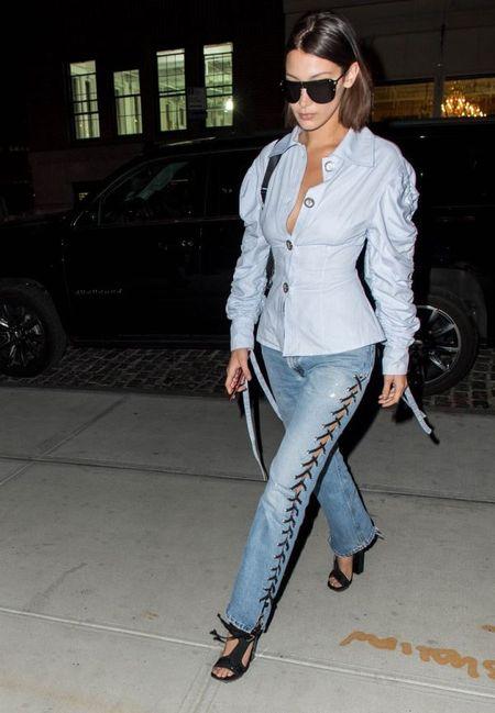 Selena Gomez 'bat chuoc' street style ao phong trang cua Victoria Beckham - Anh 6