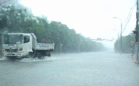HINH ANH: 'Khuc ruot mien Trung' Ha Tinh, Quang Binh 'tan hoang' trong bao so 10 - Anh 1