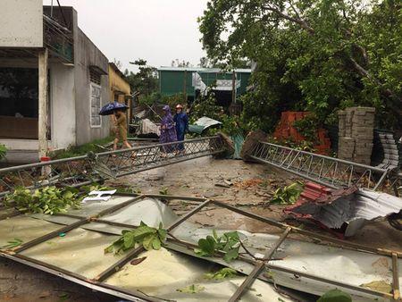 HINH ANH: 'Khuc ruot mien Trung' Ha Tinh, Quang Binh 'tan hoang' trong bao so 10 - Anh 7