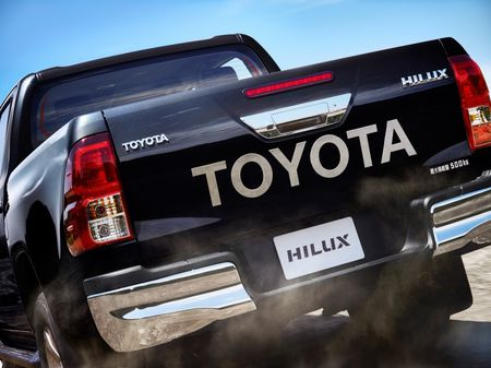 Toyota Hilux tro lai Nhat voi gia tu 680 trieu dong - Anh 10
