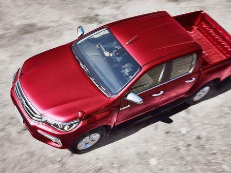 Toyota Hilux tro lai Nhat voi gia tu 680 trieu dong - Anh 5