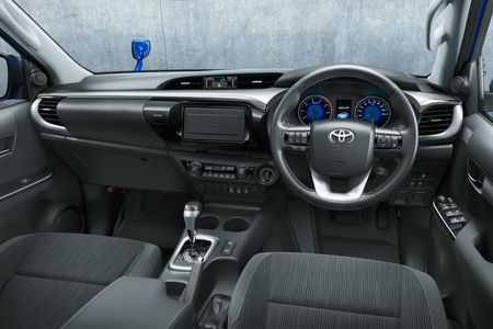 Toyota Hilux tro lai Nhat voi gia tu 680 trieu dong - Anh 7