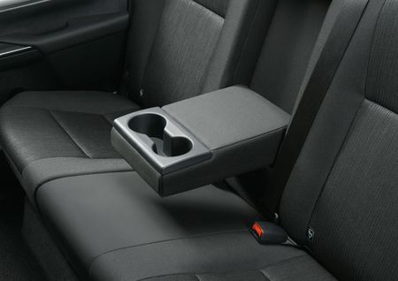 Toyota Hilux tro lai Nhat voi gia tu 680 trieu dong - Anh 9