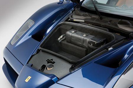 Sieu xe Ferrari Enzo 'hang co' van duoc ban voi gia trieu do - Anh 8