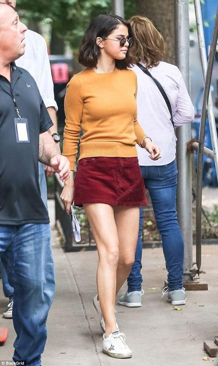 Selena Gomez xuat hien tuoi tinh sau khi mo ghep than - Anh 1