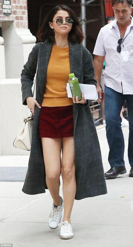 Selena Gomez xuat hien tuoi tinh sau khi mo ghep than - Anh 2