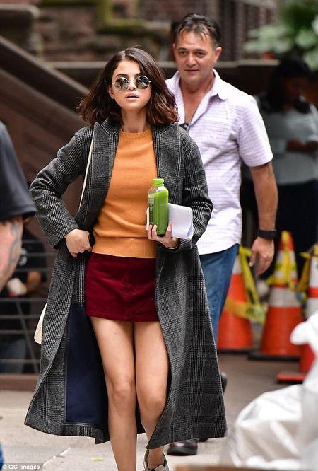Selena Gomez xuat hien tuoi tinh sau khi mo ghep than - Anh 6