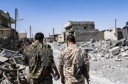 Cac luc luong dan chu Syria danh bat IS khoi 2 co so o Deir al-Zour - Anh 1