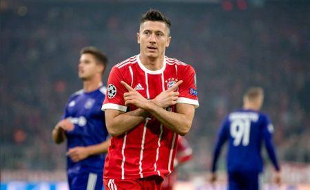 Neuer hoa 'nguoi nhen' trong buoi tap moi nhat cua Bayern - Anh 9
