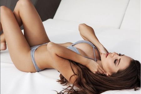 Nguoi dep Shelby Chesnes boi hoi ngay Rooney ve lai Old Trafford - Anh 2