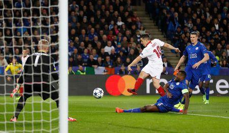 Samir Nasri the hien ra sao khi khoac ao Sevilla - Anh 1
