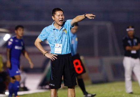 HLV Chu Dinh Nghiem: 'Trong tai qua nang tay voi Ha Noi T&T' - Anh 1