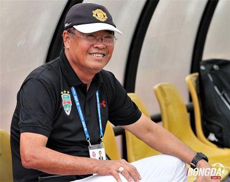 HLV Chu Dinh Nghiem: 'Trong tai qua nang tay voi Ha Noi T&T' - Anh 2
