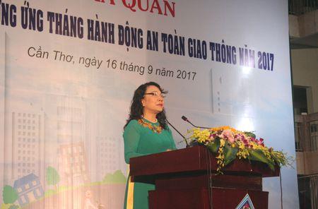 Ra quan phat dong huong ung 'Thang hanh dong an toan giao thong' nam 2017 - Anh 3