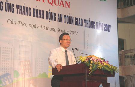 Ra quan phat dong huong ung 'Thang hanh dong an toan giao thong' nam 2017 - Anh 4