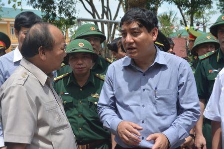 Thu tuong Nguyen Xuan Phuc kiem tra cong tac khac phuc hau qua bao so 10 tai Nghe An - Anh 1