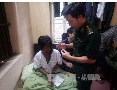 Cuu hai ngu dan troi dat tren bien Thanh Hoa - Anh 1