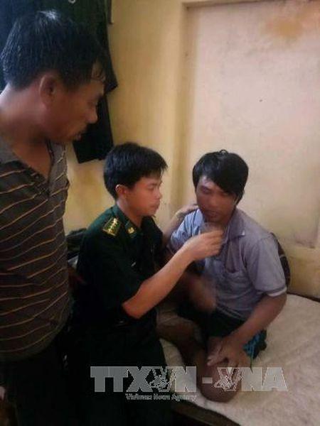 Cuu hai ngu dan troi dat tren bien Thanh Hoa - Anh 2