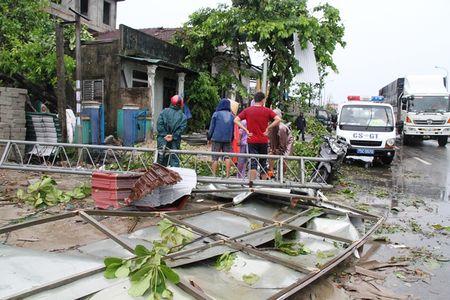 Thua Thien – Hue: Khan truong lop lai hang tram nha toc mai - Anh 1